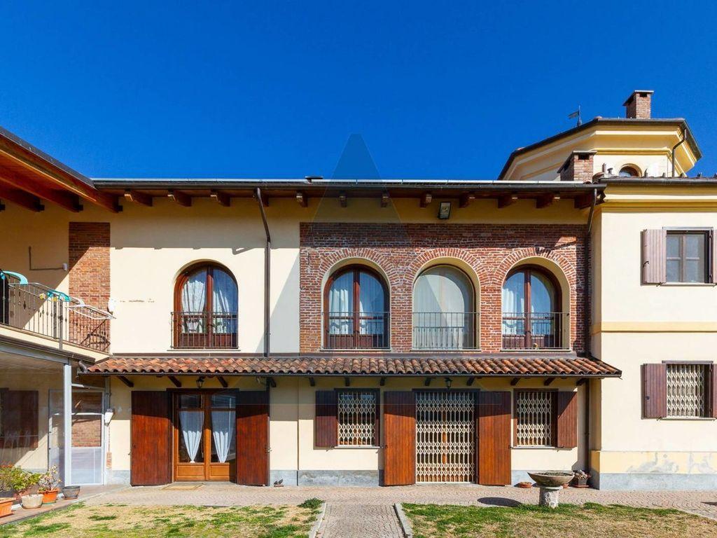 Villa di 450 mq in vendita via ariosto 5 rivoli torino for Case in vendita rivoli