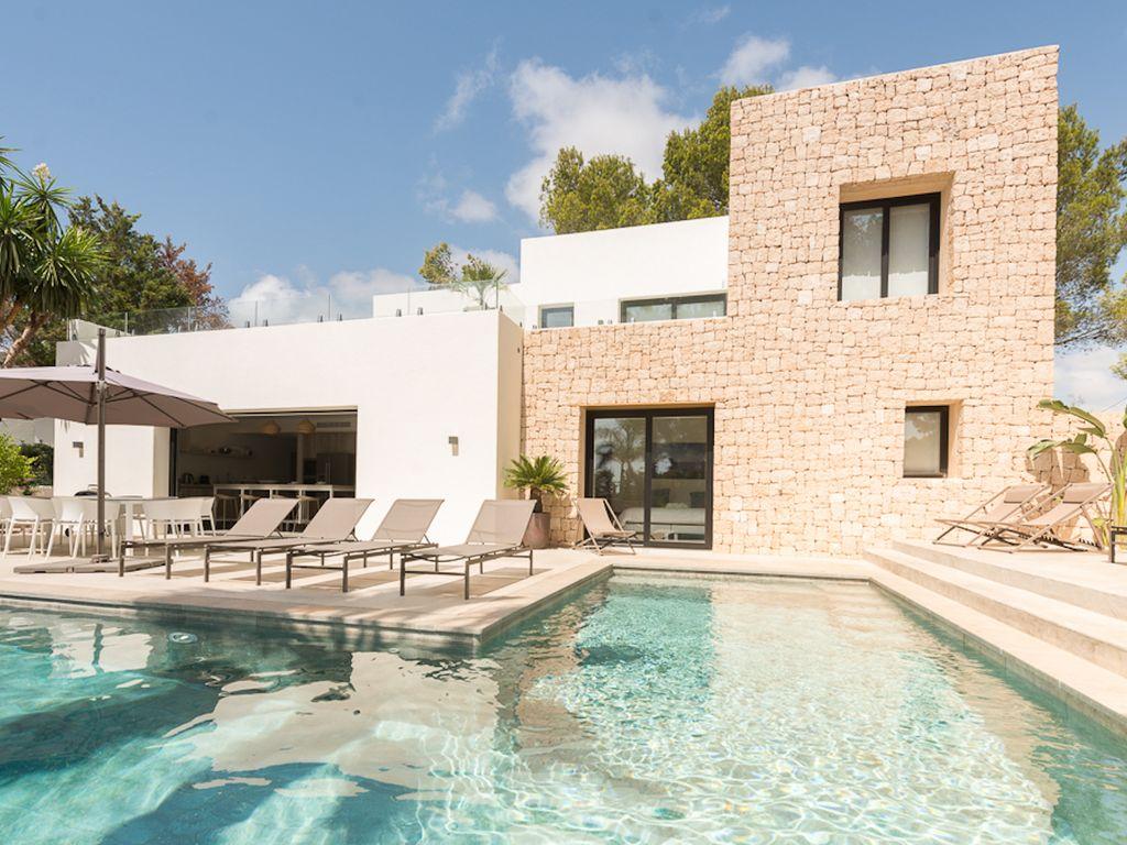 Maison de luxe de 5 chambres en rent cala pada ibiza les bal ares 38264601 for Maison luxe ibiza