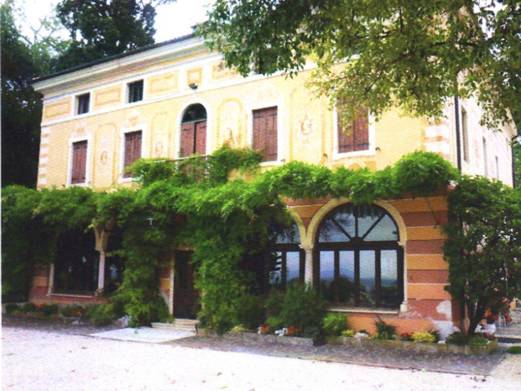 Hotel di lusso di 2504 mq in vendita via villa 54 molvena for Case in vendita vicenza