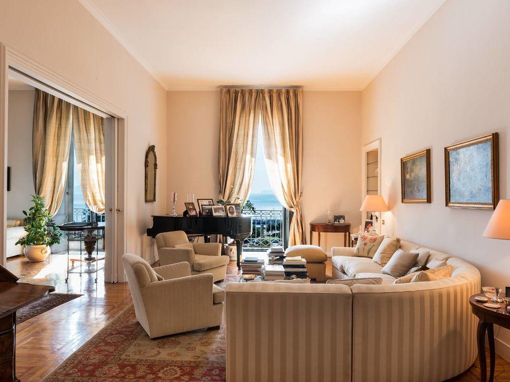 Prestigioso appartamento in vendita via del rione for Case in vendita