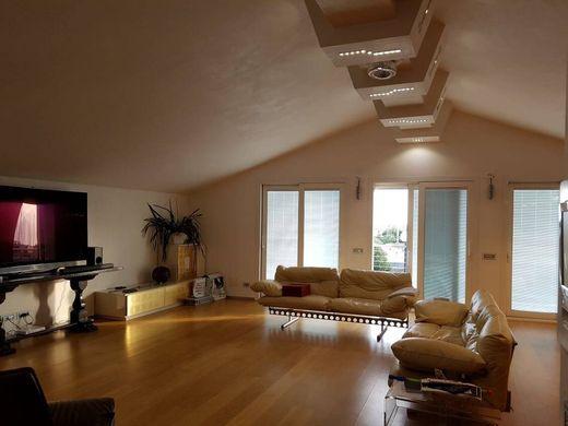 Lavagna ville e case di lusso in vendita immobili di for Case lavagna vendita