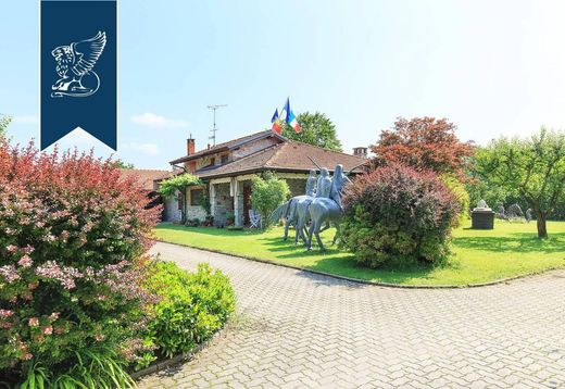 Villa in Vergiate, Provincia di Varese