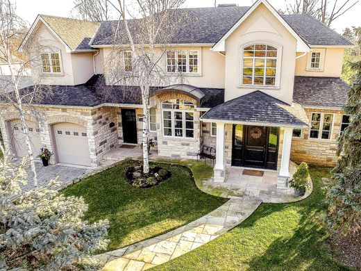 Detached House In Mississauga, Ontario