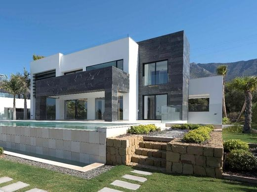 Villa in The Golden Mile, Malaga