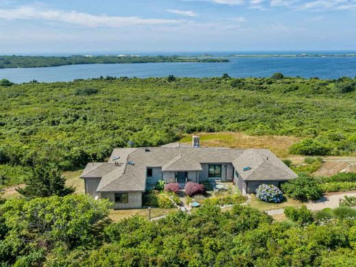 Detached House in Chilmark, Dukes County
