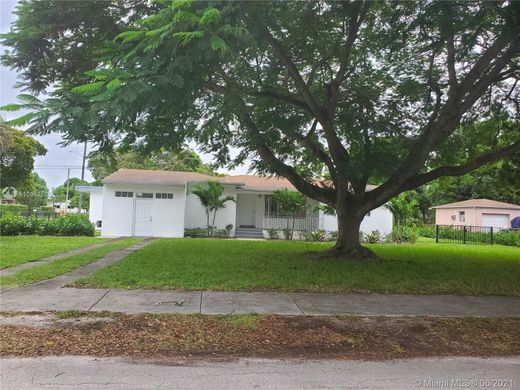 Villa in North Miami, Miami-Dade County