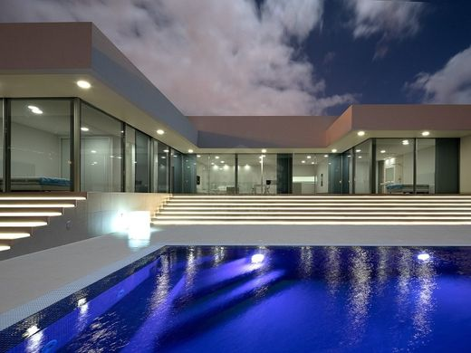 Luxury home in Arco da Calheta, Calheta
