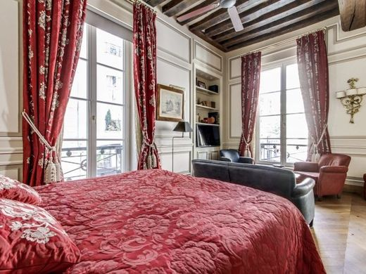 Apartment in Chatelet les Halles, Louvre-Tuileries, Palais Royal, Paris
