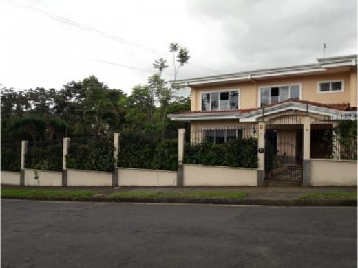 Luxury home in Zapote, Provincia de San José